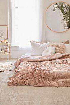 Bedroom - Slaapkamer - Roze - Pink - Interior - Interieur - Plants - Home - UIrban outfitters - Skye Crushed Velvet Comforter Cozy Bedroom, Home Decor Bedroom, Modern Bedroom, Bedroom Ideas, Master Bedroom, Bedroom Designs, Velvet Bedroom, Rich Girl Bedroom, White Bedroom