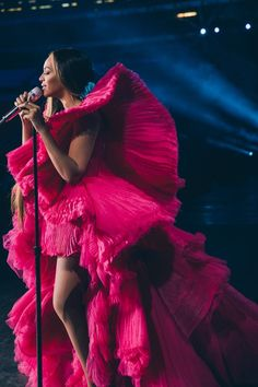 Beyonce Knowles in Ashi Studio Couture performing at the Global Citizen Festival: Mandela 100 in Johannesburg on December Beyonce 2013, Beyonce Knowles Carter, Beyonce And Jay Z, Beyonce Music, Beyonce Coachella, Divas, Global Citizen Festival, Ashi Studio, Beyonce Style
