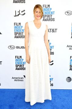 Laura Dern Evening Dress - Laura Dern kept it simple yet stylish in a sleeveless white gown with a textured skirt at the 2019 Film Independent Spirit Awards. White Gowns, White Dress, Olivia Grant, Cedric The Entertainer, Aisha Tyler, Shannon Elizabeth, Spirit Awards, Chloe Grace Moretz, Celebrity Look