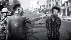 The latest episode of the Newseum Podcast's Pulitzer Prize Photos series looks at one of the most iconic – and brutal – photos to come out of the Vietnam War. Takashi Murakami, Famous Photos, Iconic Photos, Rare Photos, Norman Rockwell, Fotojournalismus, Photos Rares, Franz Marc, Vietnam War Photos