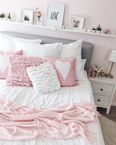 Teen bedroom decor - 50 beautiful teen girl bedroom design trends for 2019 45 Bedroom Bed, Girls Bedroom, Bedroom Decor, Bedroom Small, Cozy Bedroom, Bedroom With Tv, Bedroom Ideas For Teen Girls Tumblr, Pink Master Bedroom, Teen Girl Bedding