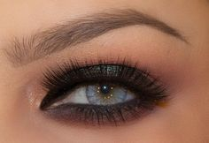 Make your eyes sparkle with this dark shimmering look by Lindsay Lewis using Makeup Geek's Insomnia pigment.