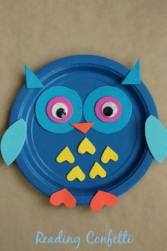 An easy paper plate owl craft for fall crafts or to go with a study on nocturnal animals. (fall crafts for kids owl) Paper Plate Art, Paper Plate Animals, Paper Plate Crafts For Kids, Fall Crafts For Kids, Paper Plates, Projects For Kids, Diy For Kids, Kids Crafts, Paper Plate Fish
