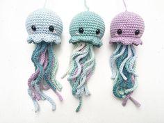 1 little, 2 little, 3 little jellyfishes came swimming by 🐙🐙🐙 •••••••••••••••••••••••••••••••••• Pattern 👉🏼 @bluerabbit_crochet 🐰 #crochetjellyfish #crochetforkids #crochettoy #crochetplush #crochetkawaii #bluerabbitcrochet #crochetforbaby #hækletsprutte #hækletjellyfish #hækletlegetøj #hæklettilbørn #hæklettilbaby #hæklettilbørneværelset #hækleturo