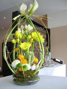 Easter bouquet - very unique Easter Flower Arrangements, Easter Flowers, Flower Centerpieces, Spring Flowers, Flower Decorations, Floral Arrangements, Deco Floral, Arte Floral, Deco Nature