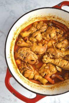 Pollo Guisado (Puerto Rican Chicken Stew) - - This simply delicious Puerto Rican chicken stew is a one pot wonder. Simply toss a few Latin pantry staples into a pot with some chicken, and you've got an amazing. Comida Boricua, Boricua Recipes, Mexican Food Recipes, Soup Recipes, Dinner Recipes, Cooking Recipes, Ethnic Recipes, Spanish Food Recipes, Dutch Recipes