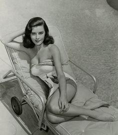 Leggy Glamour Bombshell Elaine Stewart Vintage Pin-Up Bathing Beauty Photograph