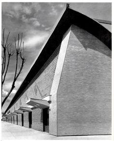 La Merced, Mercado, México DF 1957    Vista de la sala principal del oeste, con mampostería de ladrillo hueco    Arquitecto: Enrique del Moral  -  View of the main hall from the west with openwork masonry