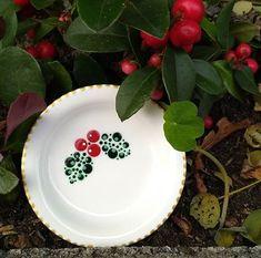 Christmas Mandala, Christmas Plates, Christmas Ornaments To Make, Christmas Art, Dot Art Painting, Mandala Painting, Ceramic Painting, Diy Mug Designs, Letter Mugs