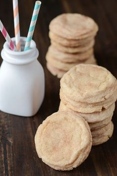This is the best recipe for Classic Snickerdoodle Cookies because they don't require any chilling or waiting to make! These quick and delicious cookies are done in less than 30 minutes! Easy Birthday Desserts, Köstliche Desserts, Delicious Desserts, Dessert Recipes, Delicious Cookies, Easy Snickerdoodle Recipe, Baking Recipes, Cookie Recipes, Health Desserts