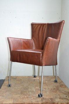 Eetkamerstoelen on pinterest met luxor and dining chairs for Bruine leren eetkamerstoelen met armleuning