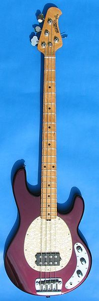There is nothing i want more than an Ernie Ball Musicman Stingray 4