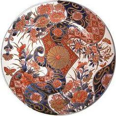 有名な有田焼のお皿。こういった皿は飾るためにあるのかもしれない。