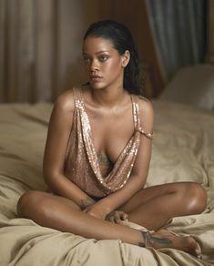 Rihanna Fan, Rihanna News, Rihanna Bikini, Beautiful Female Celebrities, Beautiful Women, Fashion Line, Bikini Pictures, Cool Girl, Fashion Photography
