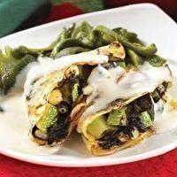 Crepas de huitlacoche con salsa de queso de cabra by Gina Pacheco