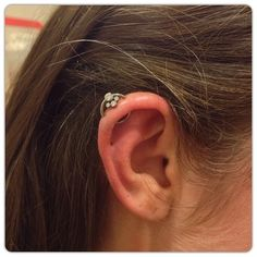 16g orbital with an Anatometal ring and an Anatometal captive gem cluster. @slavetotheneedle #anatometal #slavetotheneedle #seattle #safepie...