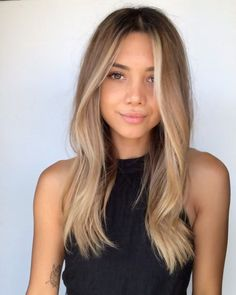 Blonde Hair Looks, Brown Blonde Hair, Medium Blonde Hair, Light Brown Hair, Blonde Long Hair Cuts, Dye Hair Blonde, Blonde Hair Lowlights, Brown With Blonde Balayage, Summer Blonde Hair