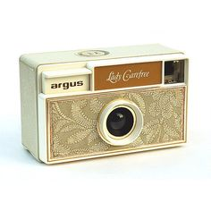 """Argus Lady Carefree - my newest """"must have"""" vintage camera. Anyone have one sitting in their basement? Antique Cameras, Old Cameras, Vintage Cameras, Vintage Home Accessories, Camera Accessories, Medium Format Camera, Classic Camera, Box Camera, Retro Camera"""