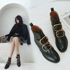 a8fcd512d3d757 72.5 |2019 Designer Mode Chelsea Bottes Or Boucle Sangle En Cuir Noir Plat  Bottes Moto Chaussures D'hiver Femmes dans Bottines de Chaussures sur ...