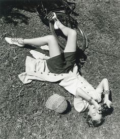Photographer Louise Dalh-Wolfe on the other side of the camera (1948)