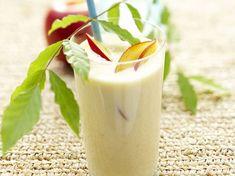 Avec les lectrices reporter de Femme Actuelle, découvrez les recettes de cuisine des internautes : Milk-shake à la pêche Milk Shakes, Glass Of Milk, Smoothies, Drinks, Desserts, Food, Parfait, Cooking Recipes, Sweet Treats