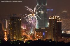 https://flic.kr/p/5NZLfu   Tilt-shift Fake * Fireworks & Taipei 101 - Happy New Year 2009, Taiwan   (仿) 移軸鏡‧信義區跨年煙火 [ 攝於虎山峰 From Tiger Peak, Taipei City, Taiwan ] Canon EOS 30D + Canon EF 70-200mm f/4 L IS USM + Photoshop ( Tilt-shift Effect ) 新年快樂‧HAPPY NEW YEAR  January 01, 2009 Photo by Yueh-Hua © All rights reserved