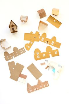 Free Christmas Mini House Cut File or Template – Scrap Booking Diy Christmas Village, Miniature Christmas, Christmas Minis, Christmas Villages, Christmas Paper, Christmas Home, Christmas Crafts, Christmas Ornaments, Xmas