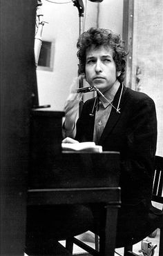 Summer 1965 Bob Dylan takes a break during the recording of the album 'Highway 61 Revisited' in Columbia's Studio A in NYC Bob Dylan, Nobel Literature, Brian Jones Rolling Stones, Bob S, Vintage Music, Recording Studio, Studio Portraits, Music Artists, The Beatles