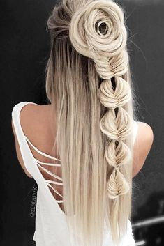 42 Boho Inspired Unique And Creative Wedding Hairstyles From creative hairstyles with romantic loose curls to formal wedding updos, these unique wedding hairstyles would work great for your ceremony or reception. Cool Braid Hairstyles, Short Hair Updo, Creative Hairstyles, Short Hair Styles, Hairstyle Ideas, Pretty Hairstyles, Elegant Wedding Hair, Formal Wedding, Boho Wedding