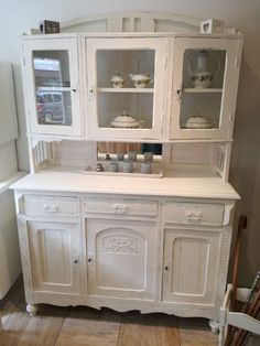 hinges for kitchen cabinets Shabby Chic Buffet, Shabby Chic Cottage, Kitchen Dresser, Diy Kitchen Cabinets, Kitchen Decor, Painting Pine Furniture, Painted Cupboards, Kitchen Design Open, Buffet Cabinet