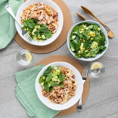 Alternatively, use BBQ to cook chicken thighs. Cook for about 4 minutes each side, or until cooked through. Creamed Spinach, Spinach And Cheese, Recipe For 2 People, Mexican Chicken Salads, Colby Cheese, Avocado Baby, Salad Bowls, Chicken Thighs, How To Cook Chicken
