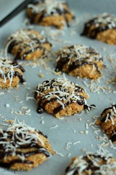 Delicious Samoa-inspired no-bake cookies using butterscotch pudding, coconut, chocolate drizzle and toasted coconut.