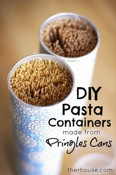 DIY Pasta Container from Pringles Cans: I love this idea because I have lotsssss of gift wrapping paper just waiting to be used (Boite Pour Gateau) Diy Craft Projects, Diy And Crafts, Projects To Try, Recycled Crafts, Craft Ideas, Diy Ideas, Indoor Crafts, Recycled Materials, Pringles Dose