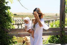 Kaftans e fatos de banho para mães e filhas