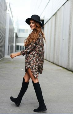 Boho Street Style Inspiration: Oversized Printed Shirt Dress + Floppy Hat Look + knee high boots Look Fashion, Womens Fashion, Fashion Trends, Fashion 2020, Mode Lookbook, Look Boho Chic, Moda Outfits, Indie Outfits, Fashion Outfits