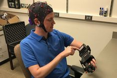 Mind-controlled device helps stroke patients retrain brains to move paralyzed hands - Brain-computer interface reads brain signals converts them into motion in exoskeleton according to a new study from Washington University School of Medicine published School Of Engineering, University Of Washington, Multiple Sclerosis, Tech News, A Team, Brain, Mindfulness, Entertainment, Teaching