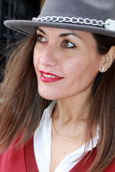 Colgante basic de acero, pendientes joya con engarzado de circonita y sombrero de las Coleciones de moda en la www.isabella.es