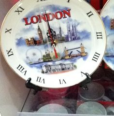 Plate Clock Tells You When to Eat and When to Look At Touristy Crap