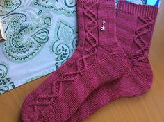 Ein Muster für alle die Spiralen mögen – welche auch immer. Dna, Socks, Pattern, Design, Fashion, Spirals, Patterns, Moda, Fashion Styles