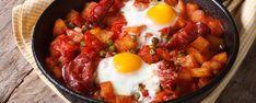 Huevos a la Flamenca | Συνταγή Egg Recipes For Dinner, Best Egg Recipes, Cookbook Recipes, Summer Recipes, Portuguese Sausage, Portuguese Recipes, Breakfast Skillet, Breakfast Dishes, Eat Breakfast