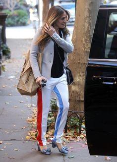 Sarah_Jessica_Parker_Stops_Bloomingdales_NYC_-9ViVtqg0vKl.jpg