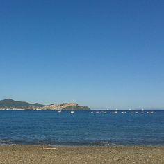 #panorama dalla #spiaggia di #Bagnaia #Rionellelba #isoladelba #sea #beach #landscape #summer #tuscany #visittuscany #elbaisland #Elba #visitElba #Island #blue #blu #instatuscany #instatour #instagood #Holiday #instamoment #igersitalia #elbadascoprire #tuscany