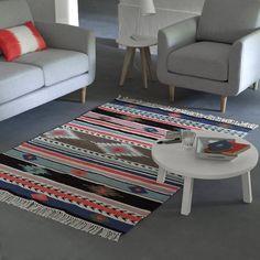 """Der nach Kelimart gewebte Teppich """"Izire"""" bringt exotisches Flair in Ihr Zuhause. DETAILS: Handgewebt. Reine Baumwolle.  MASSE: Grösse 1: Breite 120 cm, Länge 170 cm.  Grösse 2: Breite 170 cm, Länge 230 cm."""