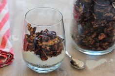 Three Reasons to Eat More Chocolate: Chocolate Coconut Granola - Honest Cooking Free Breakfast, Breakfast Recipes, Breakfast Ideas, Breakfast Time, Paleo Breakfast, Snack Recipes, Chocolate Granola, Coconut Chocolate, Hot Chocolate