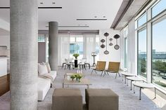 A Modernist Manhattan Apartment by Richard Meier is Transformed for a Young Family Photos Home Design, Decor Interior Design, Richard Meier, New York Apartments, New York City Apartment, Architectural Digest, Brown Couch Decor, New Yorker Loft, Wicker Lounge Chair