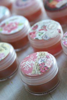 Ruususuun huulirasva ja pientä hemmottelua | Kodin Kuvalehti Diy Gifts, Projects To Try, Arts And Crafts, Cleaning, Cosmetics, Homemade, Christmas, Remedies, Wellness