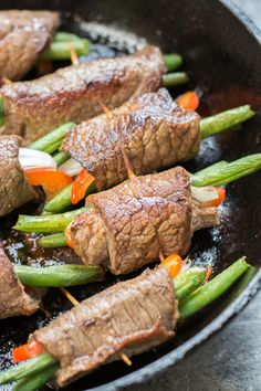 These easy Keto Steak Rolls are loaded with flavor. Flank steak is wrapped around green beans, peppers and onion, just 4 net carbs per serving! Low Carb Breakfast, Breakfast Recipes, Breakfast Ideas, Steak Roll Ups, Low Carb Recipes, Diet Recipes, Steak Wraps, Zoodle Casserole, Low Carb Marinara