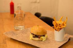 ✖ Top des meilleurs burgers de Paris : 1/ Trop Chanmax : Mamie Burger 2/ Sans pression : Hamler's burgery 3/ Selfie veggie : Bioburger 4/ Burger chic : PNY 5/ Parigo tête de veau : Big Fernand 6/ Paradis pour hipster : Blend 7/ Un bon classique : Razowski 8/ L'emblématique : Le camion qui fume / freddi Deli 9/ Le chouchou du Bonbon : Le Réfectoire 10/ Bien dans le coup : Cantine California