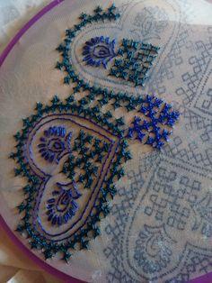 બાવળીયા Kasuti Embroidery, Kurti Embroidery Design, Embroidery Neck Designs, Hand Work Embroidery, Creative Embroidery, Indian Embroidery, Hand Embroidery Stitches, Silk Ribbon Embroidery, Embroidery Techniques