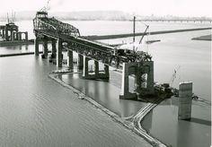 construction of Champlain bridge Samuel De Champlain, Vintage Pictures, Old Pictures, Old Photos, Montreal Ville, Montreal Quebec, Westminster, Canadian History, Construction